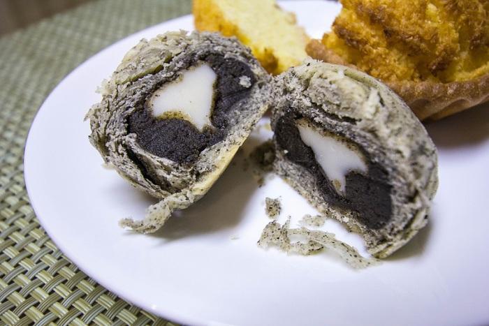 black sesame mochi pastry - 2
