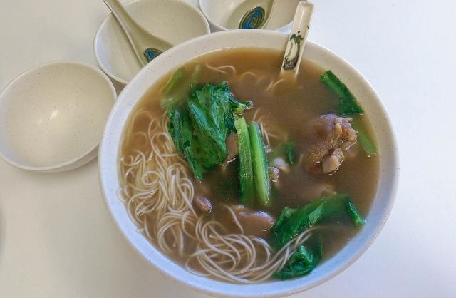 pig feet noodle soup